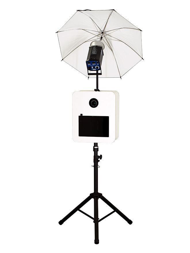 Fotobox mit Studioblitz und Reflektor Schirm